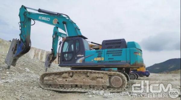 配备破碎锤后挖掘机常用于矿山开采、道路建设、房屋拆卸、市政建设等工况作业