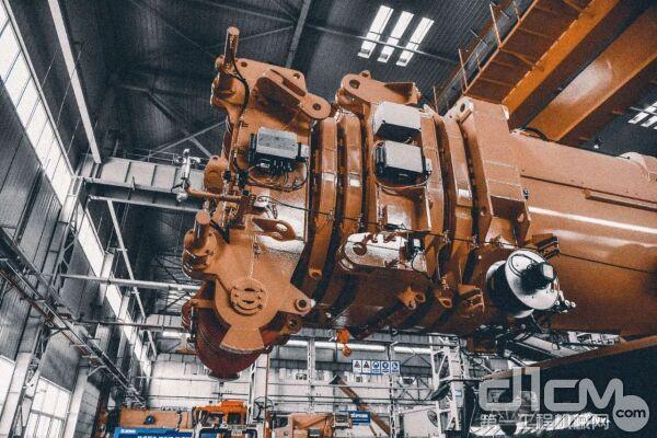 """,XCA750全地面起重机采用7节""""U""""形主臂"""
