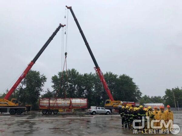承担此项任务的是两台三一75吨汽车起重机