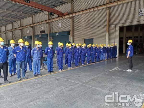 徐工铲运机械事业部装配分厂组织召开安全生产主题会议