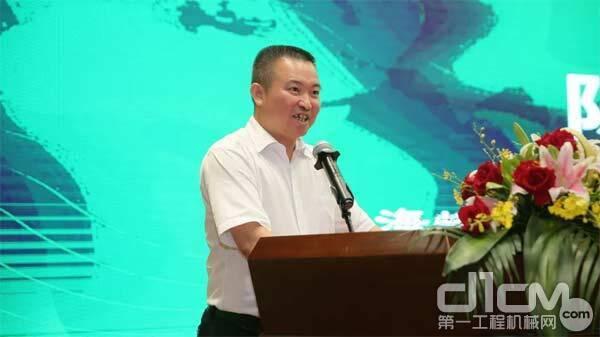 ▲中建海峡建设发展有限公司副总经理陈雨仁发言