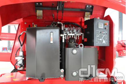 ■液压油箱、燃油箱、下控制箱、应急下降电机及举升功能阀块等部件
