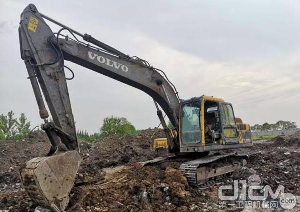 刘俊厚购买的第一台沃尔沃EC55B Pro