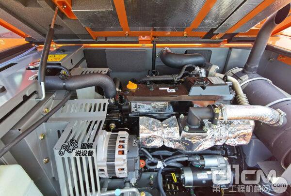 日立ZX70-5A挖掘机打开发动机罩内拍图(发动机)