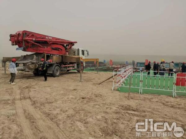 杨龙的三一专用自制底盘泵车准备施工