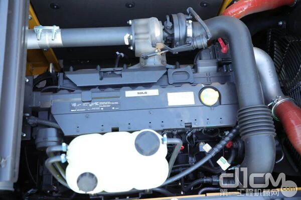 搭载德国道依茨SD60B原装进口发动机