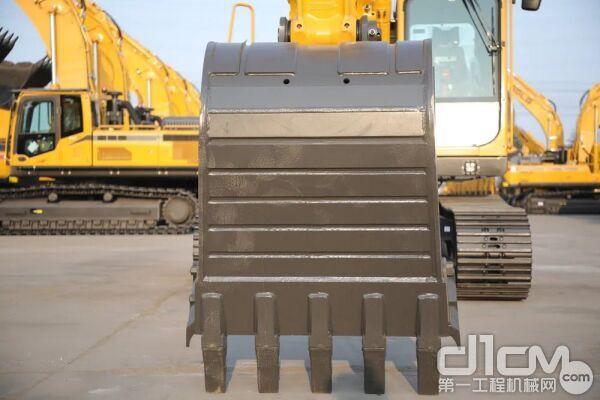 标配0.9m³加强型铲斗