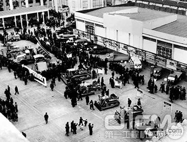 小松集团1956年进入中国市场