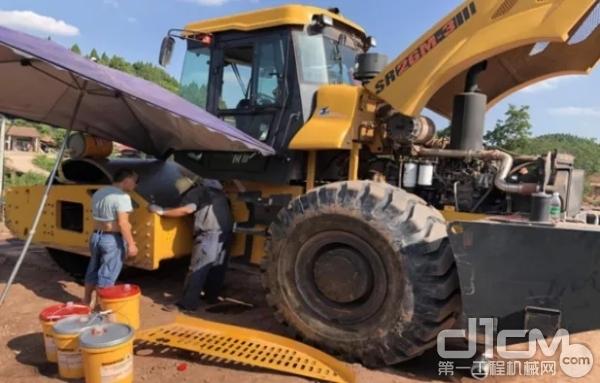 施工间隙山推服务人员对设备进行了免费巡检维护
