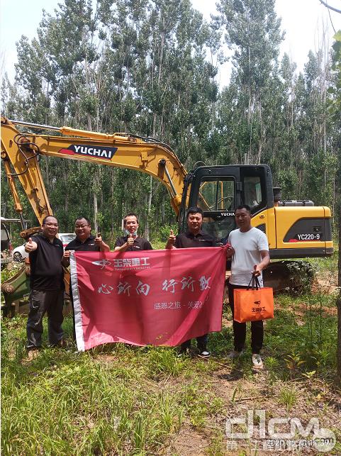 玉柴重工服务月活动小组一行数人走访了山东用户熊老板