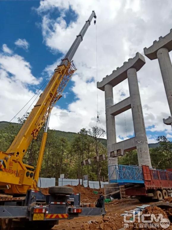 徐工QY25K5C助力云南省关丽高速建设
