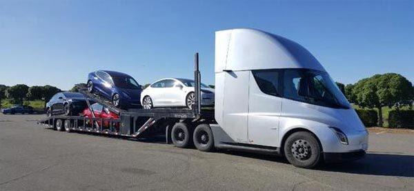 特斯拉半挂式电动卡车Semi正在运送Model 3