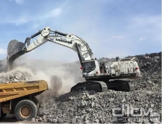1台R 9150B柴油驱动反铲规格, 2020年6月交付于新疆某煤矿