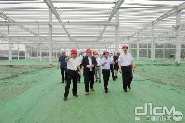 马库斯·金及区政府领导一行来到德纳新能源汽车动力产业园建设现场