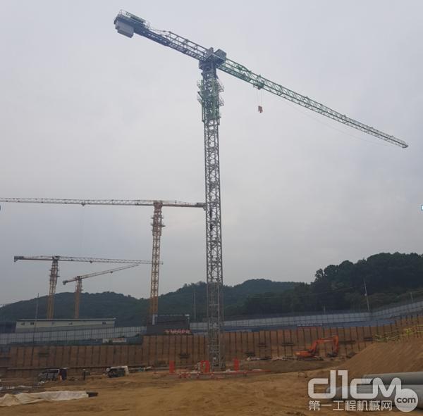 △中联重科塔机群在韩国一线建筑公司大宇建设某项目工地施工