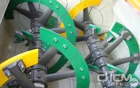 中联重科专利技术——复合螺带高效搅拌主机