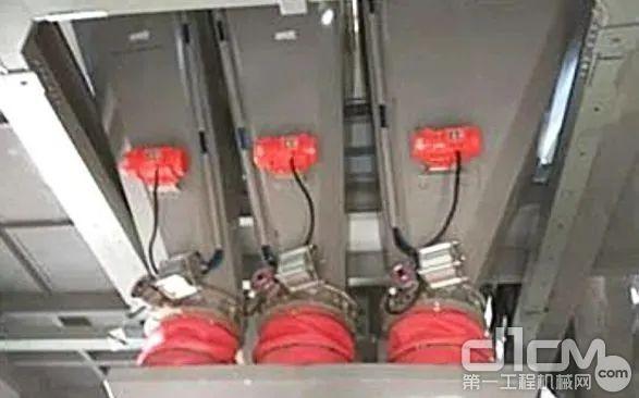 中联采用粉料三秤结构,水泥、煤灰、矿粉单独计量