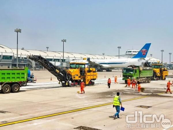 徐工铣刨机组团施工首都国际机场