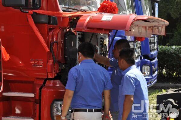 交车前,服务站专业人员对车辆进行全面的售前检查