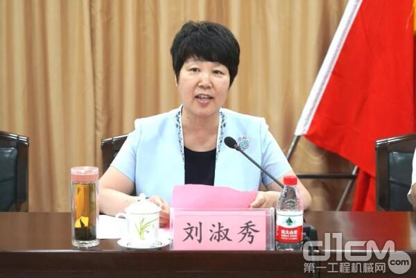 临沂市人大常委会副主任、市总工会主席刘淑秀主持仪式