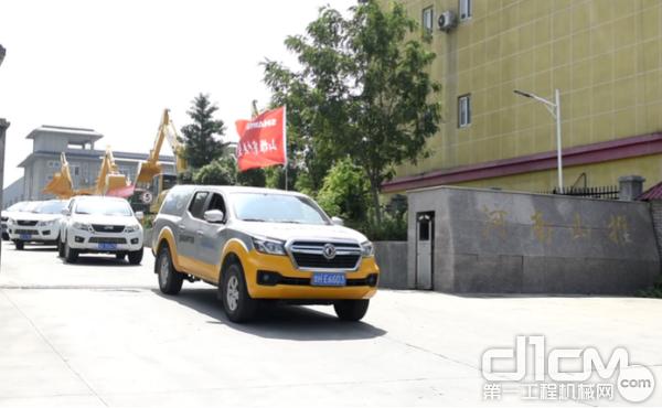 河南山推服务车辆整装待发,奔向服务现场