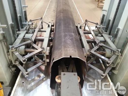 徐工建立了覆盖起重机各个研发生产阶段的监测体系