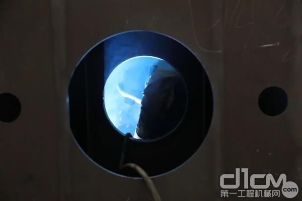 只有经得住X光透视体检的焊缝才算合格