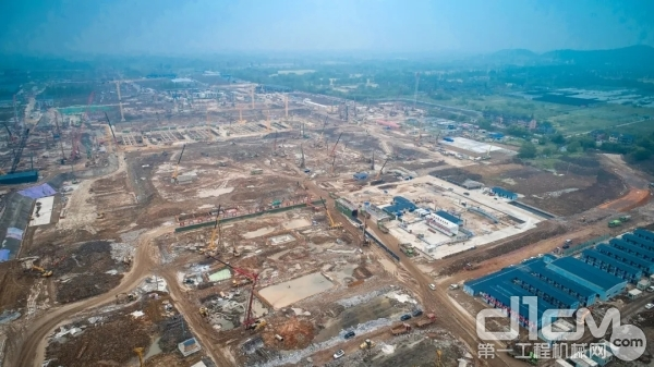 建设中的杭州火车西站和其他湖杭铁路工地