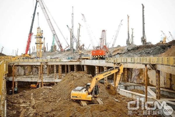 柳工挖掘机在杭州西站施工现场