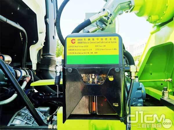 国机集团郑州宏达新款搅拌车采用集中自动润滑系统