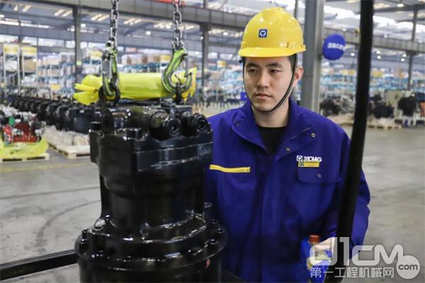 徐工挖掘机械事业部装配一厂装配钳工陈晨 图