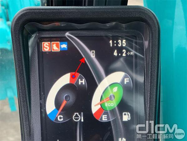 发动机冷却水温度过高时,水温计的指针会指示红色范围