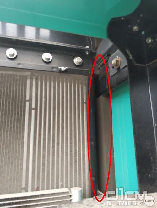 请注意正确安装散热器防虫网,在装过滤网时注意网与网之间要没有间隙