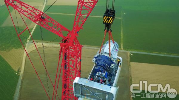 162米高度的塔筒拼接和机舱安装