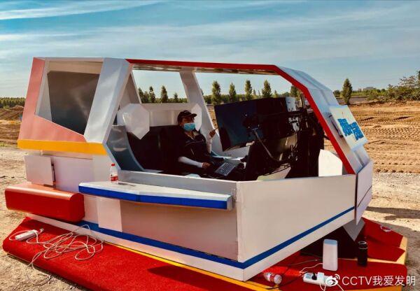 杨继红在车里遥控