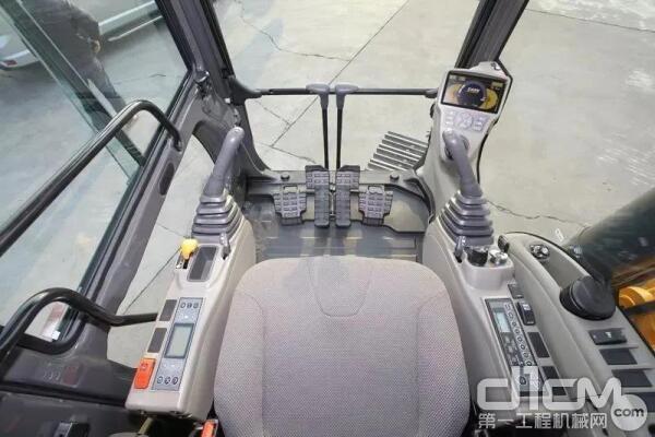 凯斯CX380C驾驶室