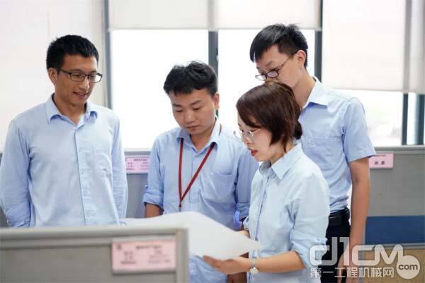 工程起重机分公司 ZCC2000履带起重机产品经理 刘旦