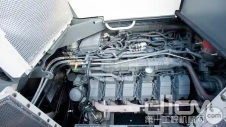 利勃海尔V12缸柴油发动机驱动
