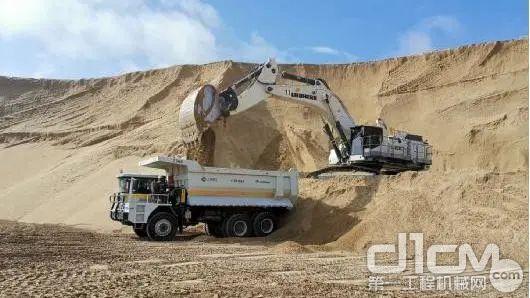 R 9100B工作于巴基斯坦塔尔沙漠( 高温 / 环境温度高达52℃ )