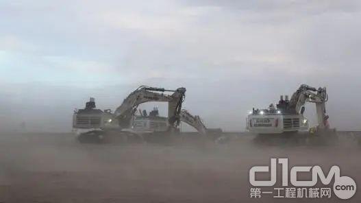 3台R 9100B在新疆工地 ( 风沙大 )