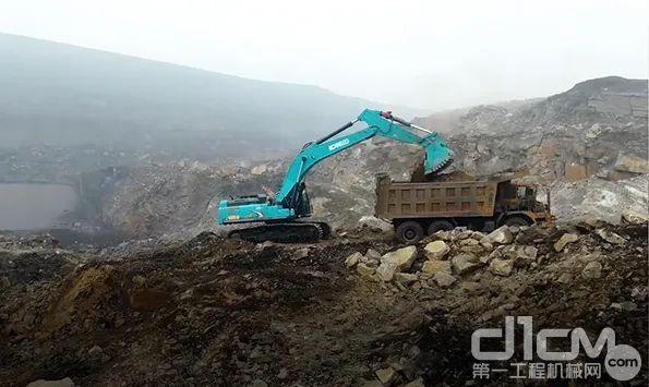SK495D SuperX挖掘机正在作业