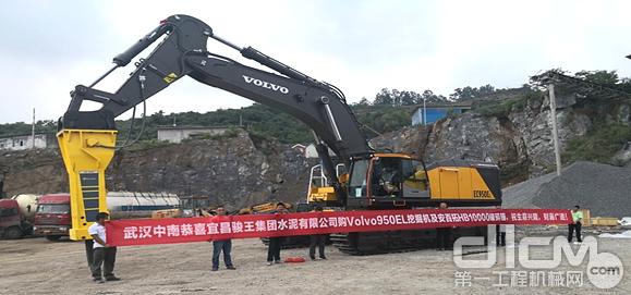 宜昌骏王水泥集团沃尔沃EC950EL带液压锤交机现场