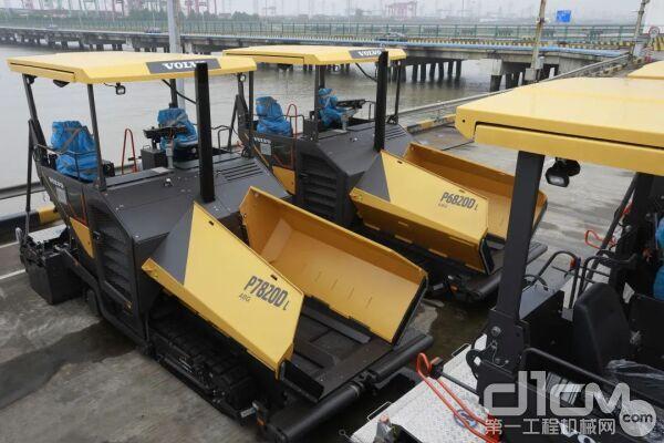 沃尔沃建筑设备德国哈梅林(HML)工厂制造的摊铺机到达上海港