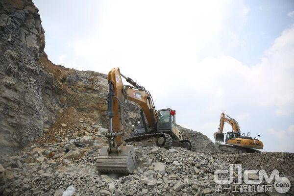 徐工挖掘机正在作业