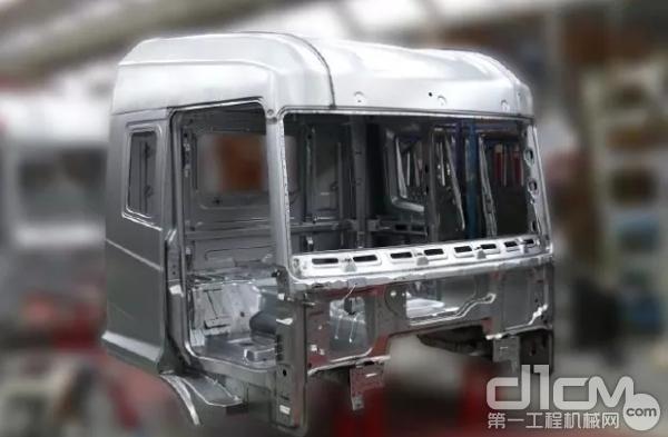 华菱驾驶室采用欧洲流行的笼式骨架、高强度钢板蒙皮结构,满足欧盟ECER29标准