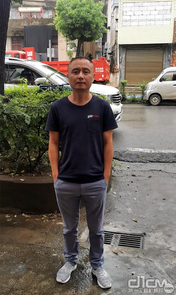 湖北蕲春县诚信机械设备有限企业总经理张军