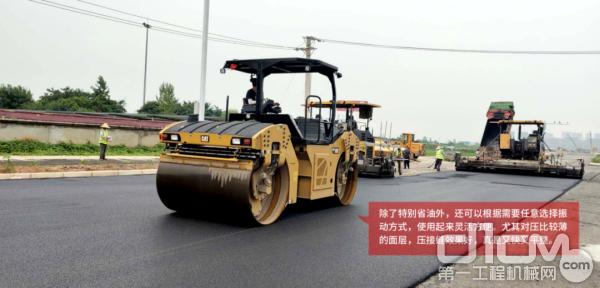 湖北地区首台CAT CB13双钢轮振荡式压路机的施工效果得到了用户高度赞扬