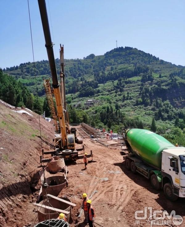 北京中车重工旋挖钻机施工作业