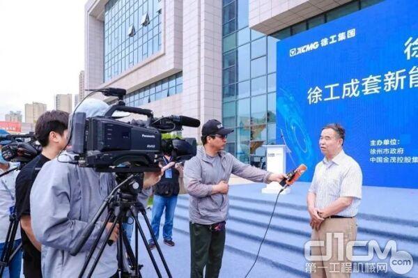 清华大学车辆运载学院教授陈全世接受采访