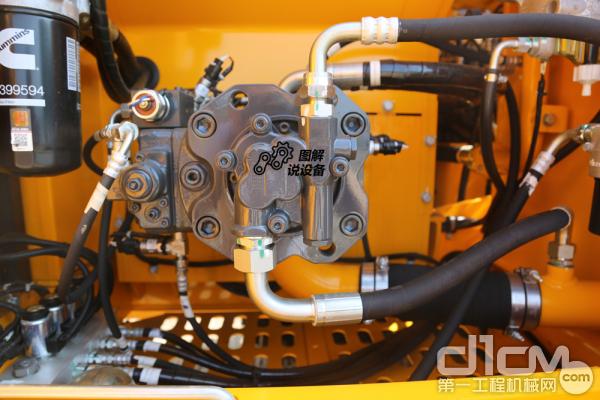 主泵最大流量240 L/min,工作最大油压34.3MPa